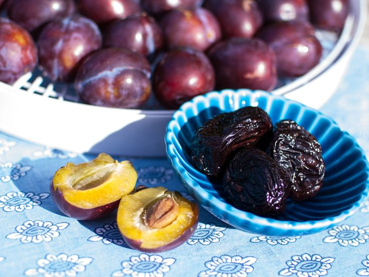 Learn how to make your own prunes at home.