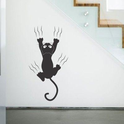 """Adesivo Murale - Gatto Dispettoso.  Adesivo murale di alta qualità con pellicola opaca di facile installazione. Lo sticker si può applicare su qualsiasi superficie liscia: muro, vetro, legno e plastica.  L'adesivo murale """"Gatto Dispettoso"""" è ideale per decorare la cameretta. Adesivi Murali."""