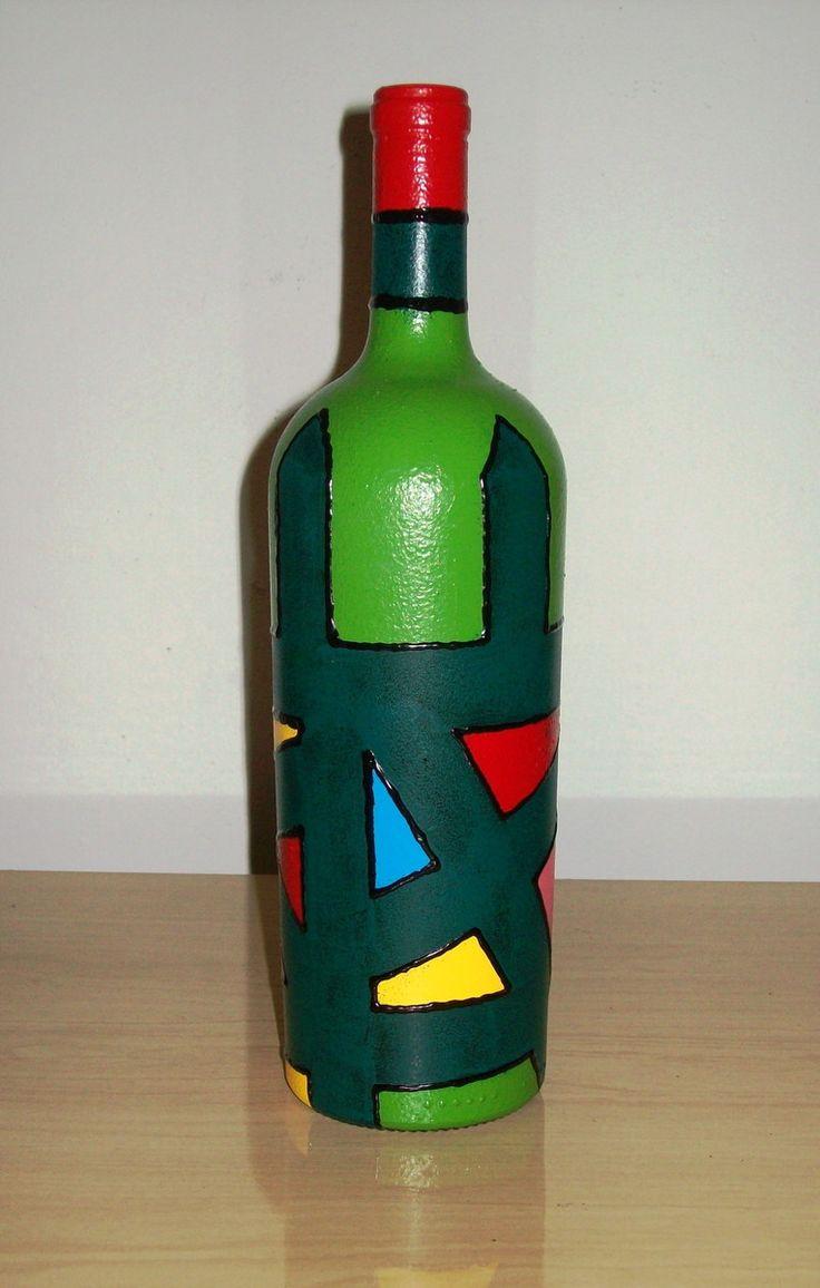 Reciclar, reciclar, reciclar... Faz-se necessário e a natureza agradece!    Garrafas de vinho pintadas com cores variadas. Por serem multicoloridas, dão um toque de alegria e diversão a qualquer ambiente.    Cada garrafa possui 10 cm de diâmetro ( na sua parte mais larga) por 32 cm de altura, apr...
