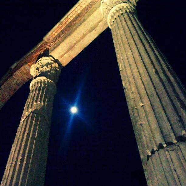 @giudi_giu's photo: Luna piena #Colonne #SanLorenzo #Milano