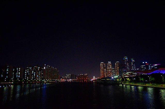 #busan #pusan #korea #southkorea #obsessed #night #nightshot #nightpic #travel #traveller #traveler #travelgram #travelpic #souvenir #imisskorea #lights #buildings #haeundae #nikon #D3300