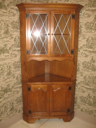 Ethan Allen Heirloom Solid Maple Corner China Cabinet 10-9046 Nutmeg finish