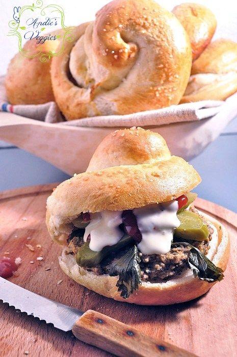 Burgeri copti din quinoa si fasole neagra. Fara ulei, fara remuscari./ Baked quinoa and black bean burgers. Oil-free, guilt-free. - Andie