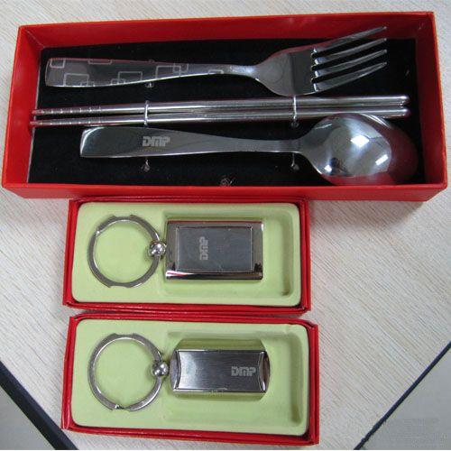 Laser marking machine for u disk and spoon. Máquina de marcado láser para disco y cuchara.