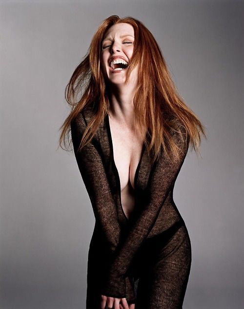 In the style of Cynthia Basinet As Seen On Juliane Moore - M Thompson - laugh - rire