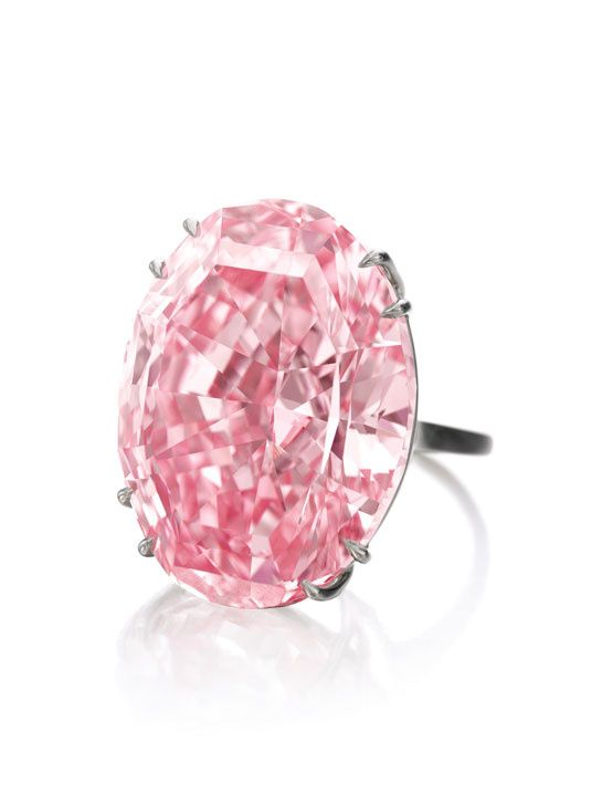 Pierres de légende: le Pink Star http://www.vogue.fr/joaillerie/a-voir/diaporama/joaillerie-huit-pierres-celebres-hope-diamond-star-of-the-east-taylor-burton-diamond-winston-legacy-diamond-diamant-wittelsbach/15513/image/864939#!joaillerie-huit-pierres-celebres-pink-star-sotheby-039-s