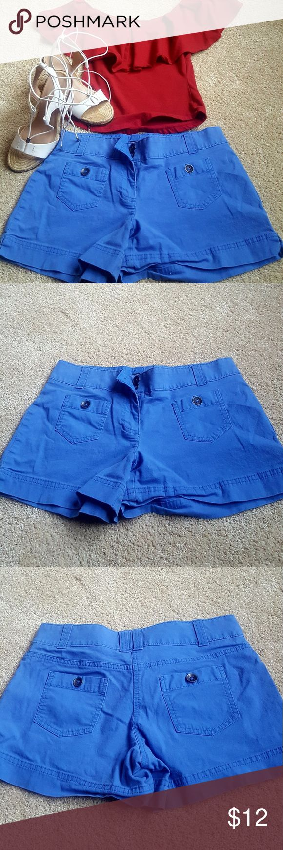 New York and Co shorts Gorgeous and soft. Cobalt blue simply adorable for your spring collection. 4 inch inseam true size 4. See yellow shorts for more detail, identical except color. New York & Company Shorts