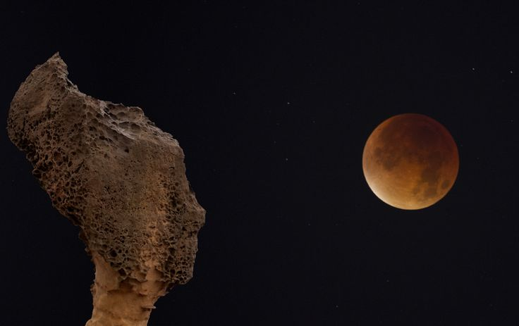 https://flic.kr/p/yBR2GN | Taiwan | Taiwan. Composite image of the blood moon and the Queen's head in Yehliu.
