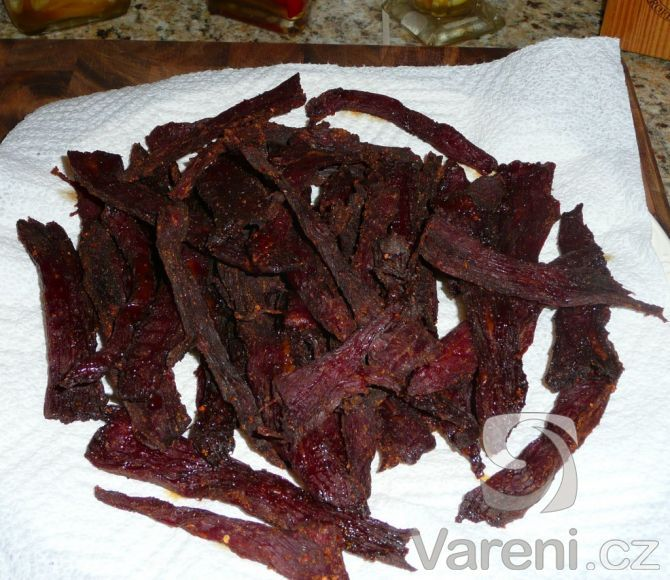 Sušené maso je velmi chutná a energeticky bohatá pochoutka nejen na cesty, která se navíc nekazí.