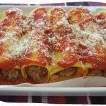 Cannelloni ripieni di carne e mozzarella con sfoglia fresca