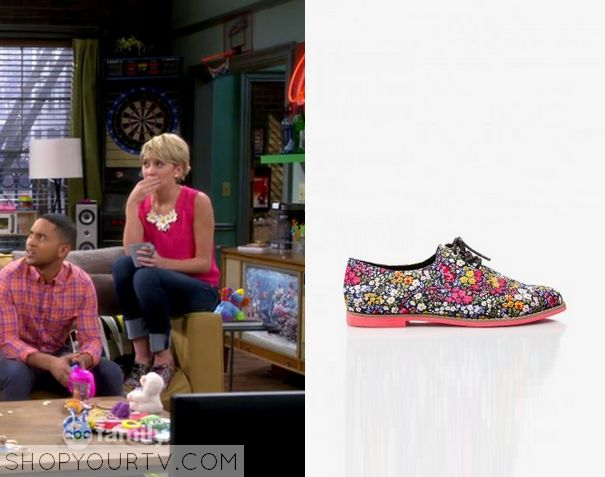 Riley Perrin (Chelsea Kane) wears these floral printed lace up shoes in this week's epsiode of Baby Daddy. They are the Forever 21 Floral Oxfords. Buy them HERE