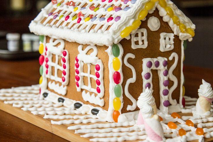 Learn how to make this amazing Gingerbread Cookies at http://akispetretzikis.com/en/categories/glyka/christoygenniatika-spitakia