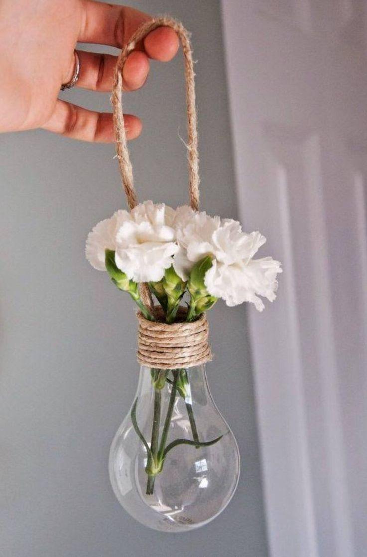 Lâmpada e flores