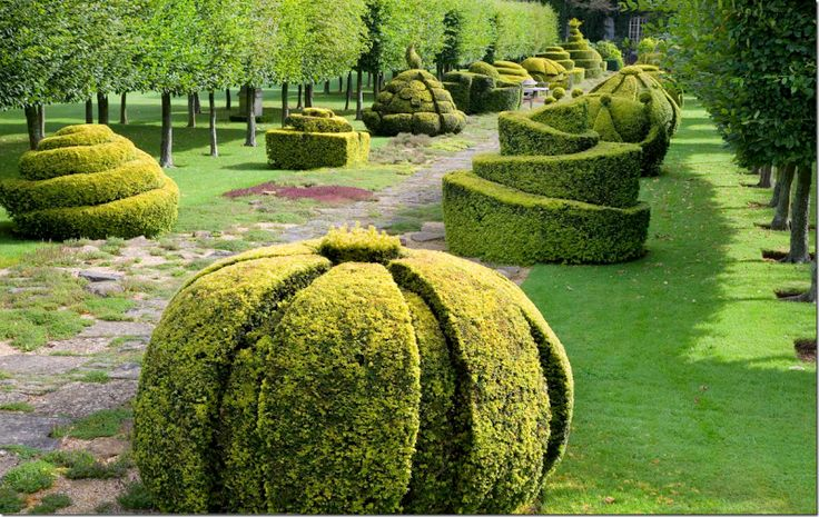 English gardens is at Highgrove – Prince Charles' country house. I love Box hedging, I have so many ideas now!