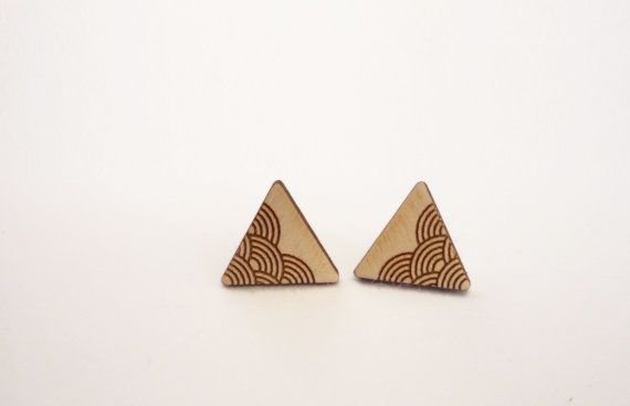 Etsy の Triangle Earrings by Vectorcloud