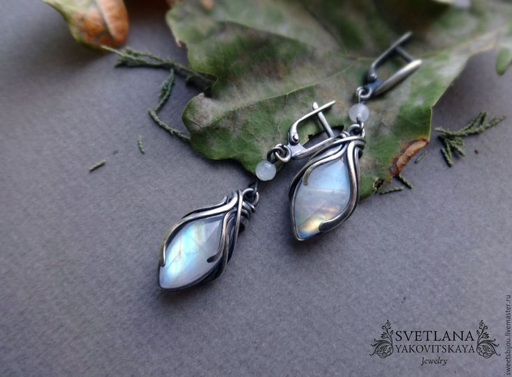 """Купить Серебряные серьги """"October sunrise"""" Резерв - белый, серебристый, радужный, лунный камень, адуляр"""