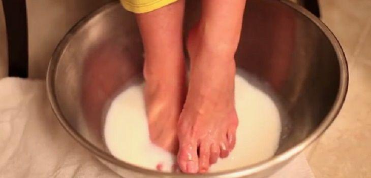 O bicarbonato de sódio é um produto muito simples e bem baratinho.