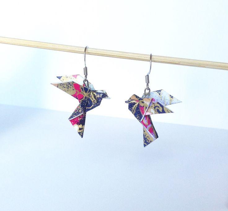Boucles d'oreille oiseau en origami, colombes en papier washi rose bleu doré : Boucles d'oreille par 1000-grues-et-3-donuts