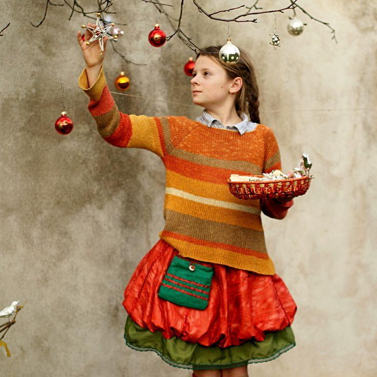 Dívka,+co+miluje+pomeranče+II...+...originál+dívčí+balonová+sukně...na+přání...+...velikost+na+míru+v+rozmezí+cca+5-10+let...může+být+i+v+jiné+barevnosti+(ve+větší+velikosti).+Dívčí+balonetka+ušitá+z+nádherně+lesklého,+luxusního+afrického+bokátu+(našemu+pojetí+odpovídá+spíše+pojem+damašek),+doplněná+o+originál+šlápotí+houpací+kapsičku.+Dozdobeno...