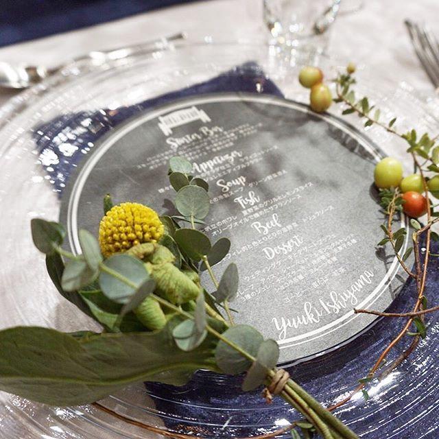 先程の招待状のメニュー。 後ほどアップしますが、ウッドが多いパーティスペースの中で、ガラスのショープレートと黒ベースのメニューが素敵でした。  Decoration designed by @harada.tsg 。  #trunkbyshotogallery #playful #ウエディング #結婚式 #結婚式場 #デコレーション #ペーパーアイテム #プレ花嫁 #結婚式準備 #weddingtbt #メニュー #プレート #花 #ブライダル #卒花嫁 #卒花 #2016夏婚 #2016秋婚 #2016冬婚 #2017春婚 #ガラス #テーブルセッティング #ゲストテーブル #テーブルコーディネート #テーブルコーデ #wedding
