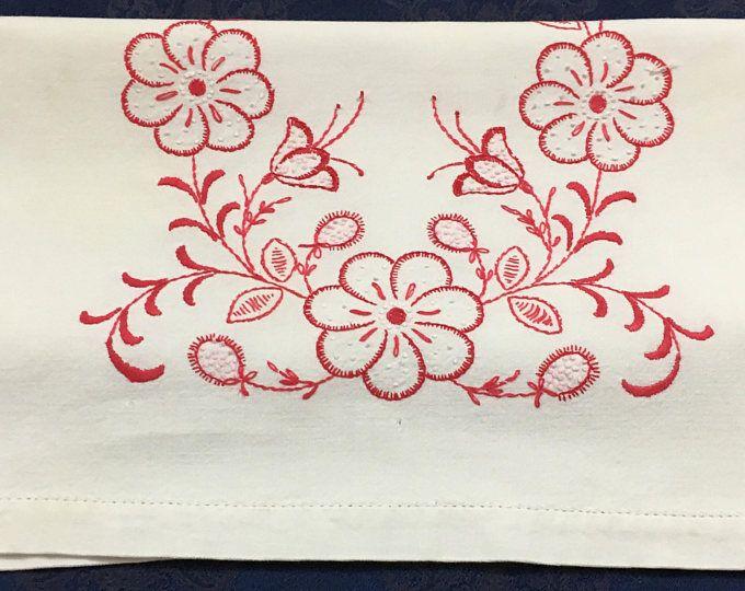 Vintage mano lino bordado camino de mesa con flores rojas y blancas 36 x 16