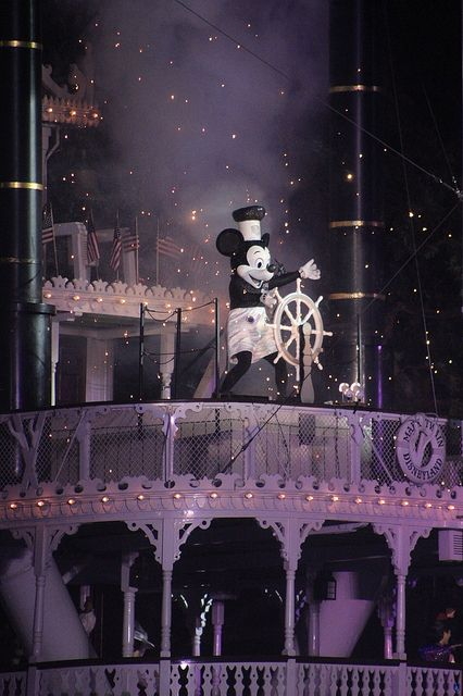 Fantasmic! - it's so hard to get good pictures at this show and this one is awesome