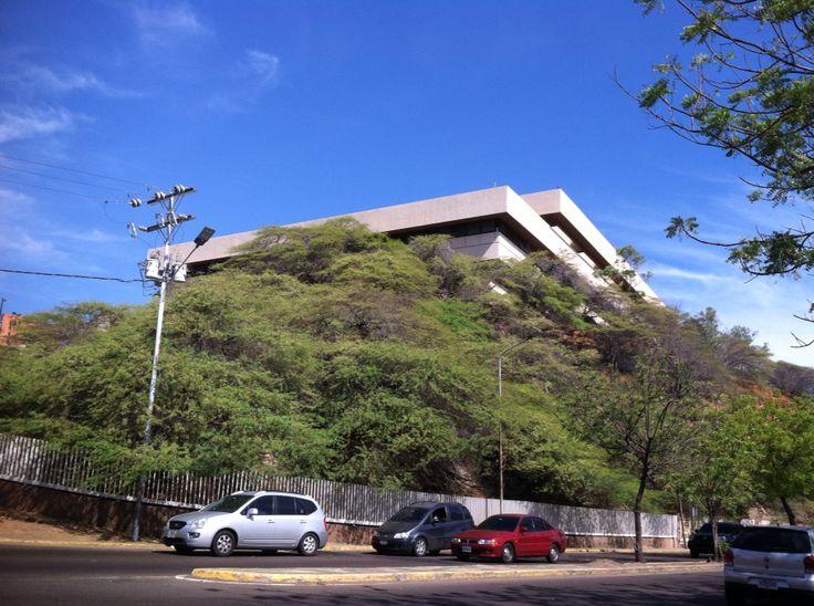 veo_veo, vista general del edificio antigua sede del Banco de Maracaibo.