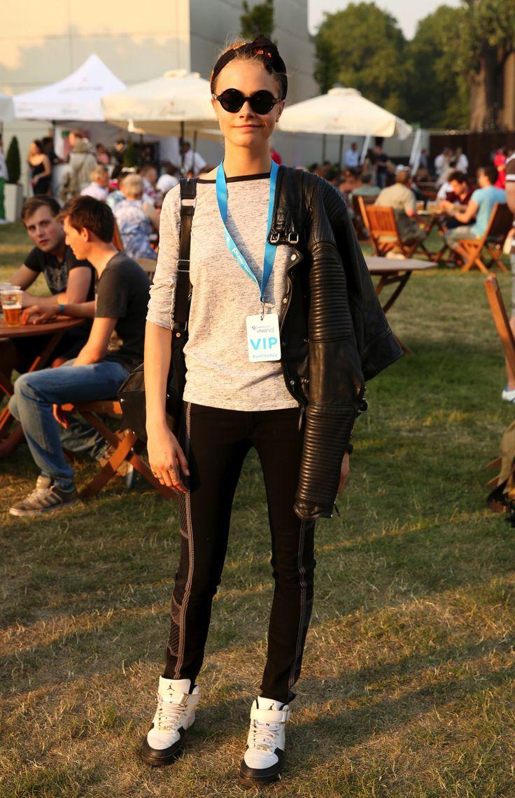 Cara Delevingne au British Summer Time Concert.  Je veux : Les lunettes rondes, Le pull gris basique, Le perfecto, Les shoes. (Si possible que Cara soit ma meilleure copine pendant une journée)