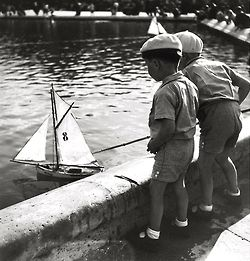 mimbeau:  Chilren sailing toy boats - Paris 1938 by Roger Schall