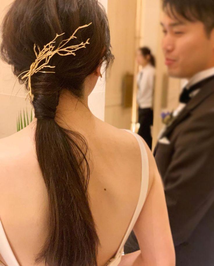 ご新婦様手作りのこのゴールドの枝のヘッドパーツ、可愛…