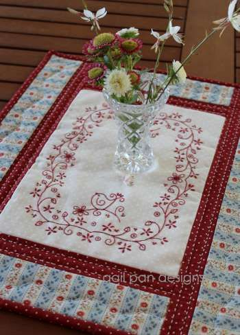 Daisybirds - by Gail Pan Designs -Table Runner Pattern