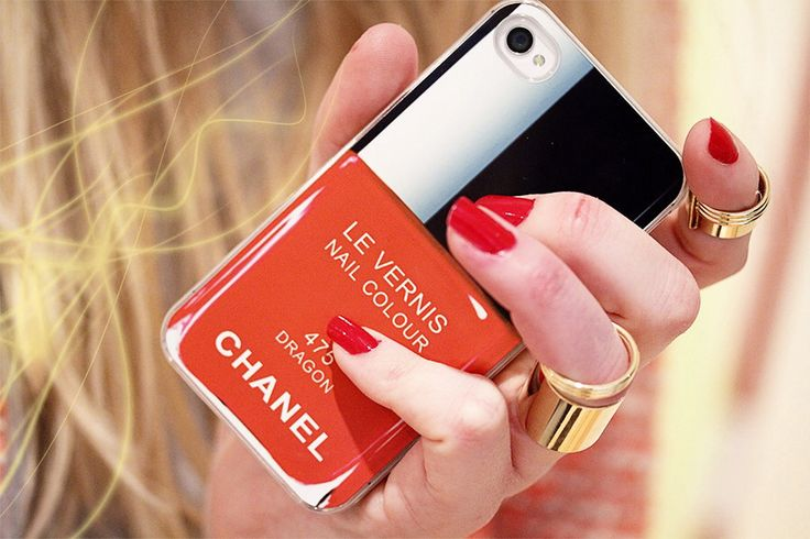 Chanel vernis iPhone case