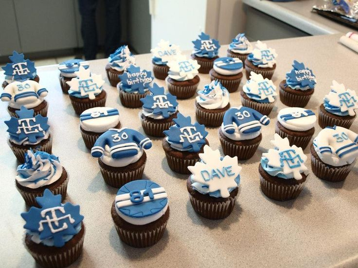 Toronto Maple Leafs cupcakes