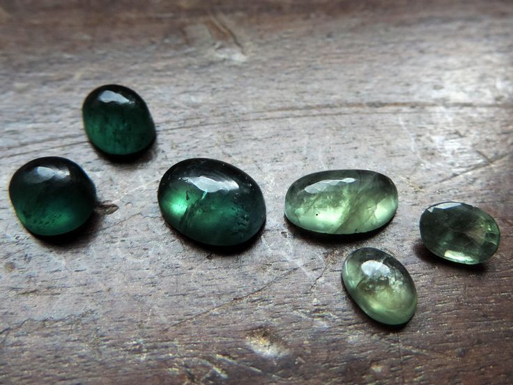 Taïtan green-blue Apatite, inclued cabs. Apatite is a calcium phosphate with fluorine. Natural gemstone without treatment. 6gems: 16,5cts. #6APA6 http://etsy.me/2Er0BEN #cabochon #apatite #phosphateclass #taitamine #mwatate #gemme #mineral #gems #inclusion #greenstone