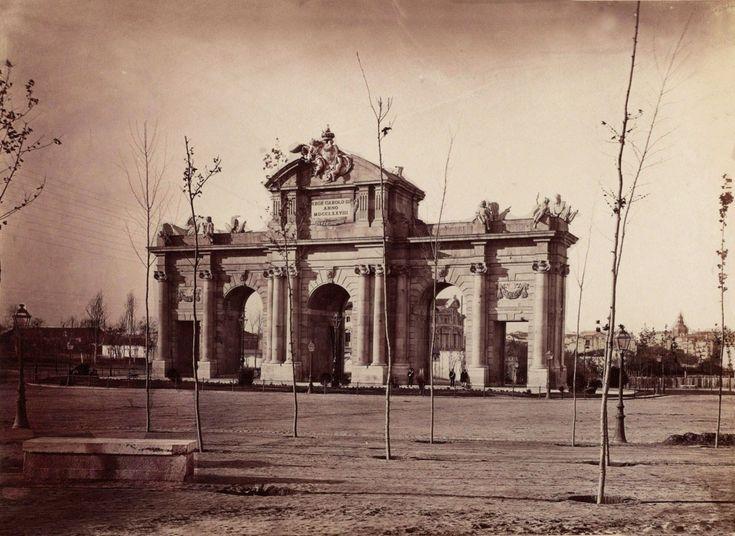 Puerta de Alcalá. 1900