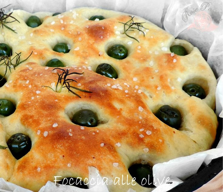 Soffice, profumata, genuina è la Focaccia morbida con olive e rosmarino. Da gustare al naturale, farcita per un gustoso spuntino, ideale come piatto unico.  All by itself is perfect with a nice Barolo