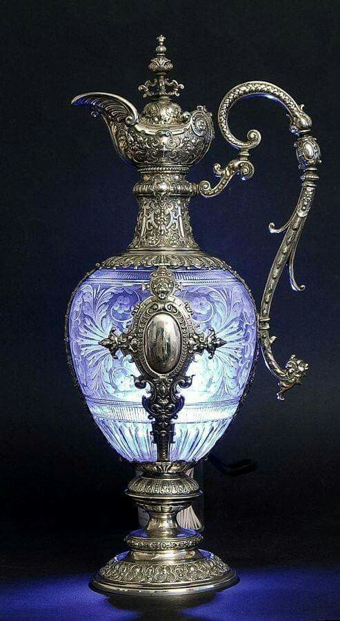 - Jarra en plata y cristal violáceo tallado . Alemania , 1880 ./tcc/