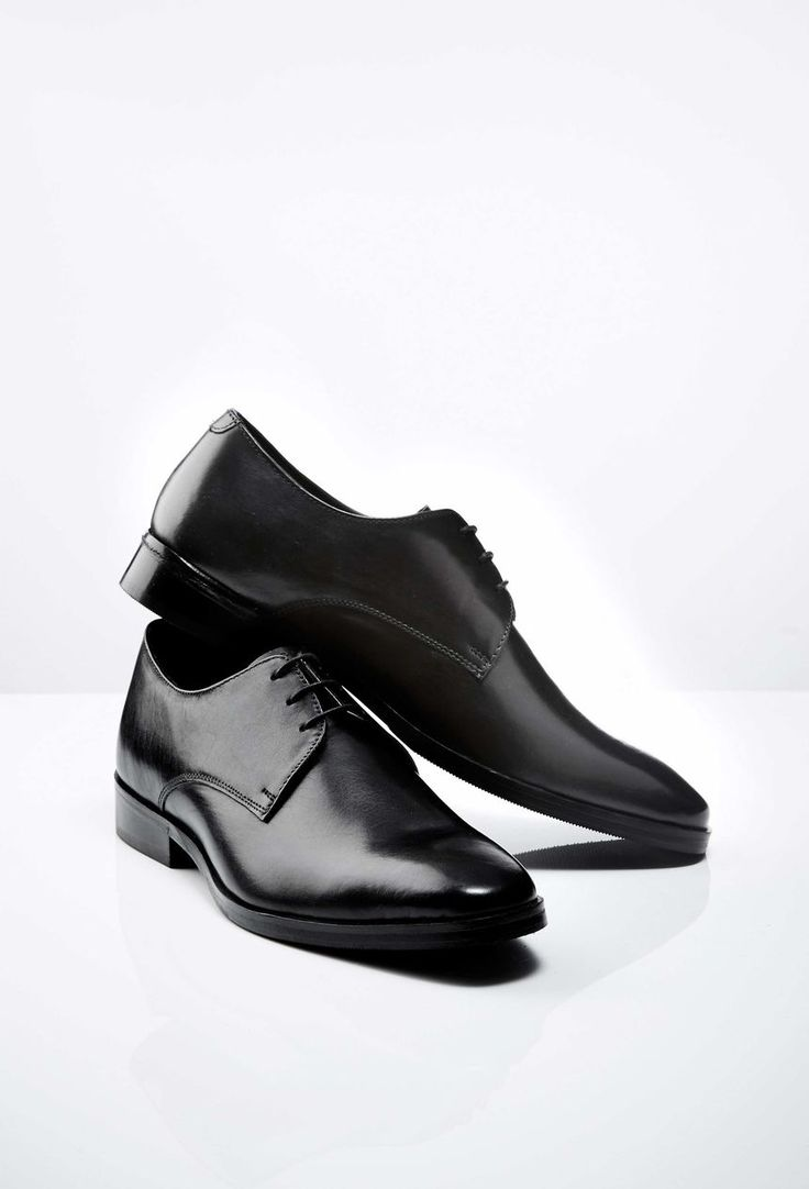 Mark shoe Men's black shoe in calf leather. Leather outsole. Full leather