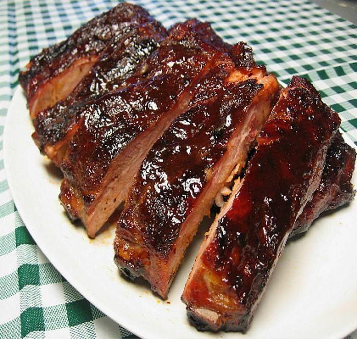 Os presentamos una sencilla y deliciosa receta de costillas de cerdo a la barbacoa. Fácil de preparar y además quedarás de lujo con tus invitados amantes de la carne.