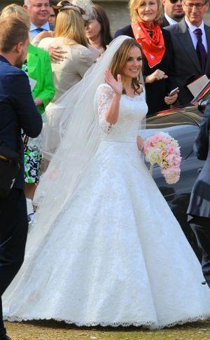 """O """"vestido de noiva """" de Geri Halliwell no casamento com Christian Horner. Veja os detalhes no site!"""
