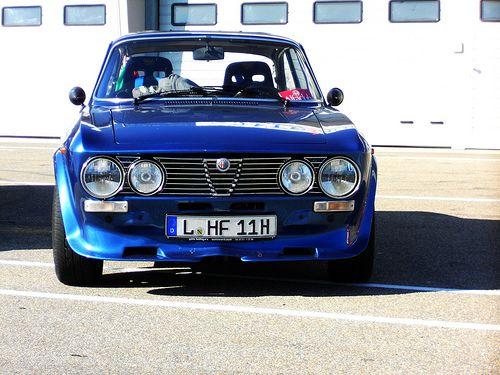 Alfa Romeo 2000 GTV coupe, 1971-76. Designed at Stile Bertone by Giorgetto Giugiaro.