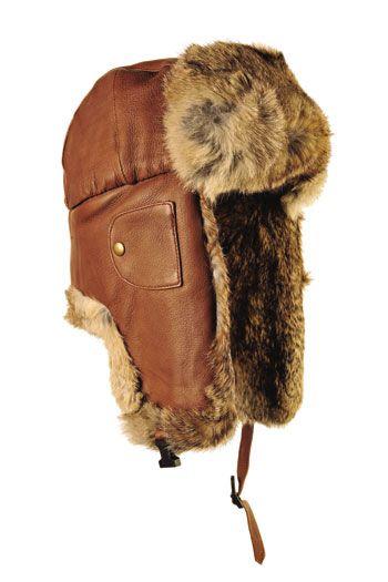 Бомбер — молодежная модель зимнего головного убора с длинными ушами и отделкой из овчины.
