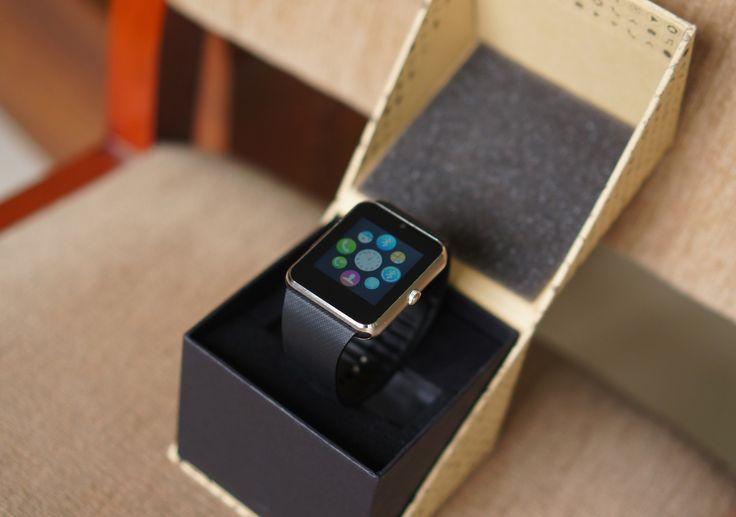 Cách thiết kế vỏ hộp của InWatch B mô phỏng từ các mẫu đồng hồ thời trang. Khi mở hộp, không nhiều người nghĩ đây là sản phẩm có mức giá xấp xỉ 1 triệu đồng.