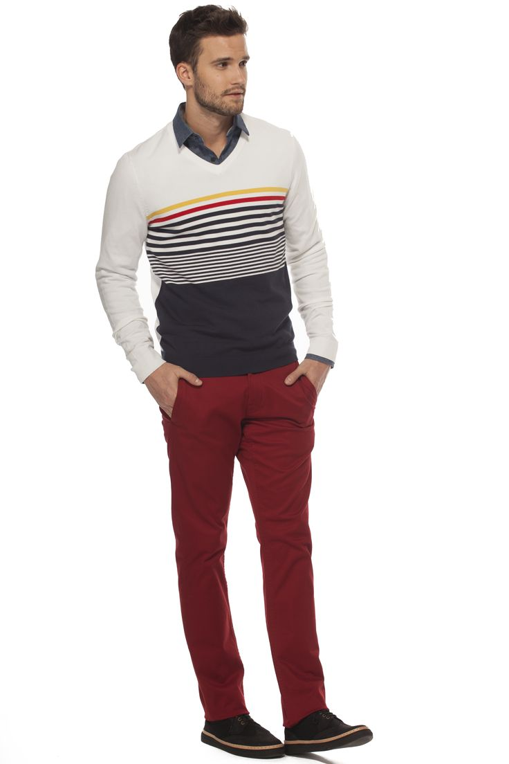 Agencez notre pull à rayures avec le chino jambes étroites bourgogne! / Combine our multi-stripes sweater with the burgundy slim fit chino https://www.tristanstyle.com/en/hommes/looks/5/hv040d0695zbl51/