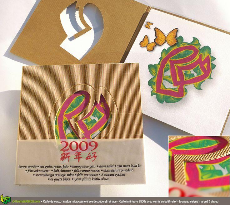 Conception et réalisation d'une carte de vœux - carton micro cannelé avec découpe et rainage avec carte intérieure 350 gr quadrichromie + vernis selectif - fourreau calque marqué à chaud.