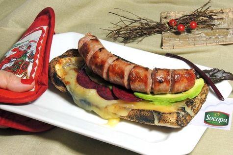 Tartine chaude saucisse grillée -  raclette