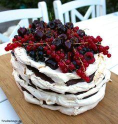 Her er mit bud på en dejlig og super let (også at lave) dessert du kan servere til Sankt Hans, studentergilder, fødselsdage, solskinsdage, regnvejrsdage osv. osv. Og det er SÅ LET at bage marengs efte