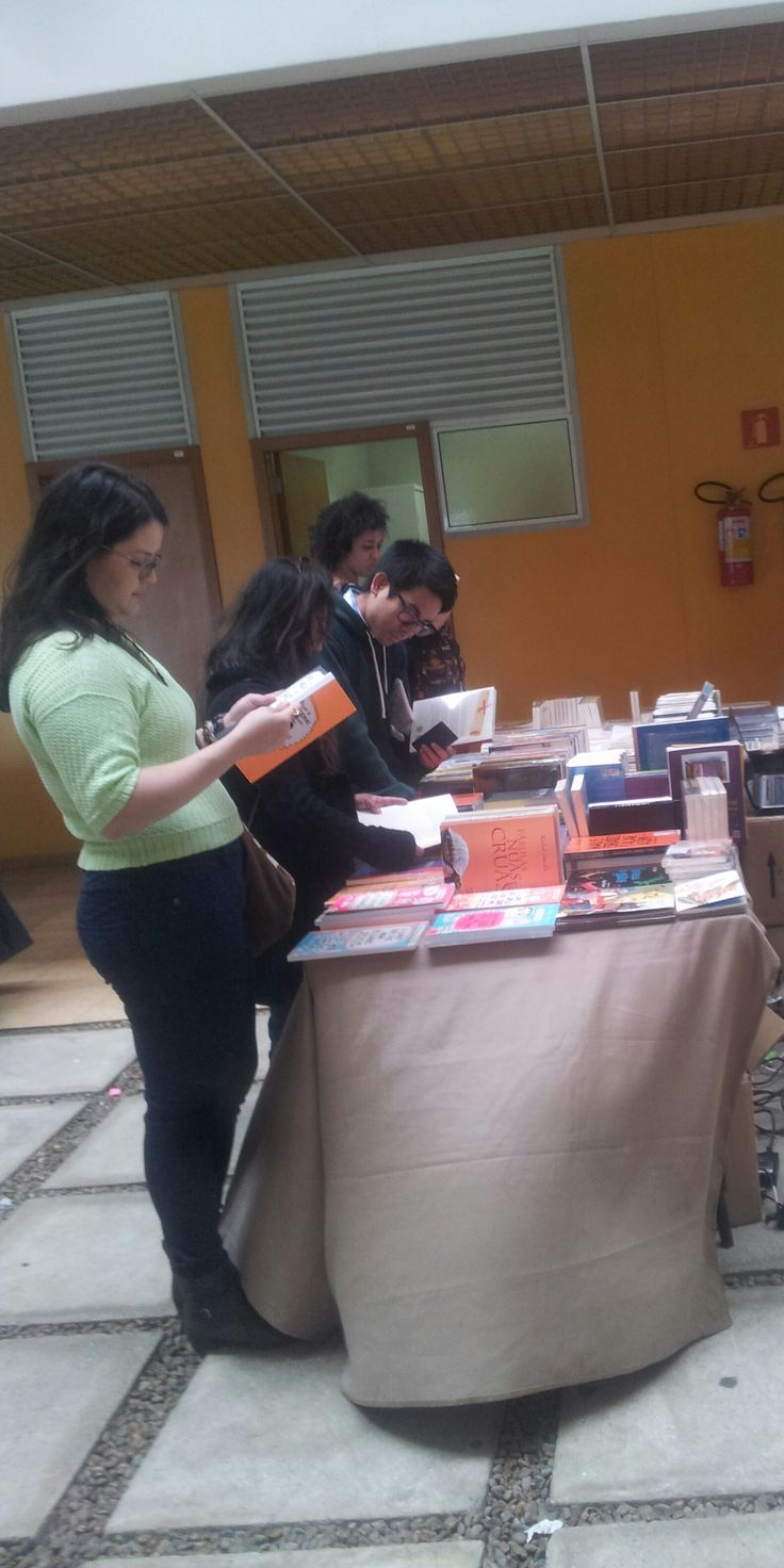 Venha visitar a Parábola Editorial na 7ª FEIRA DO LIVRO DA EACH-USP LESTE Todos os livros estarão com 50% de desconto!!!