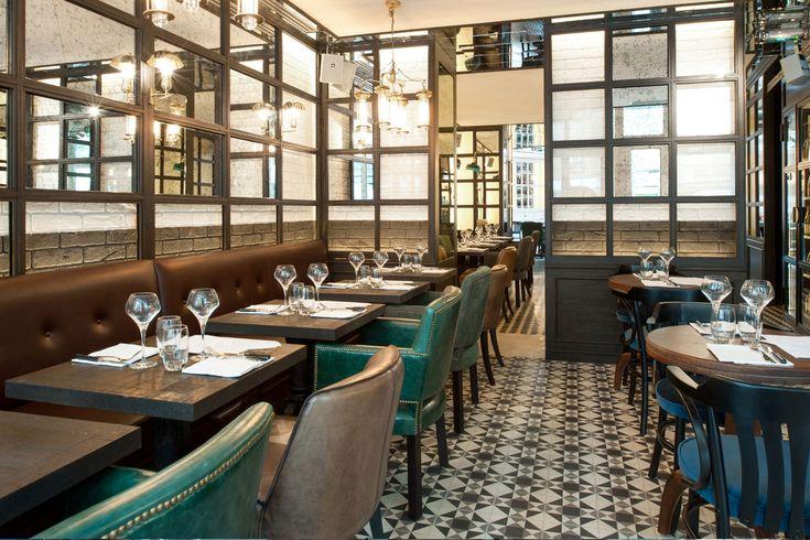 Au cœur du Marais, dans un décor style Eiffel de 20 mètres de haut sous verrière, un restaurant ouvert tous les jours. 32 rue de Picardie, 75 003 Paris.