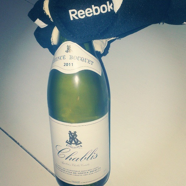 Chablis so cold it requires you to wear gloves #StockholmWineLab #HockeyVM #chablis